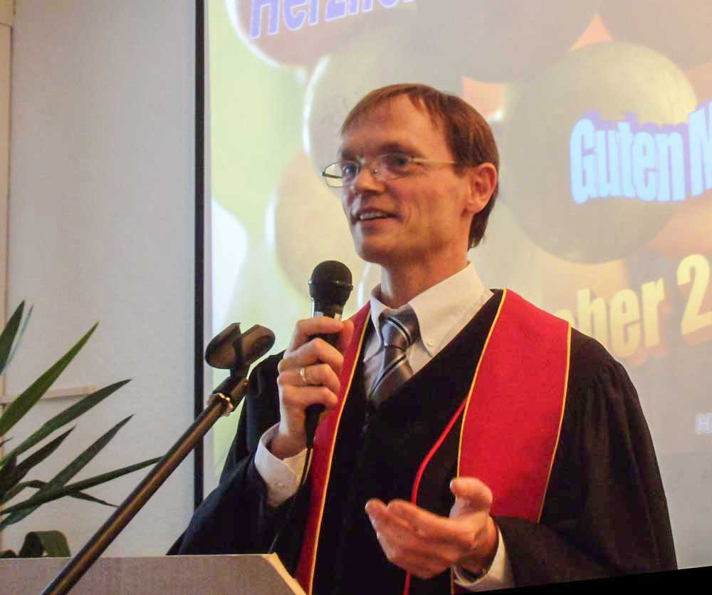 Pastor Manfred Roth